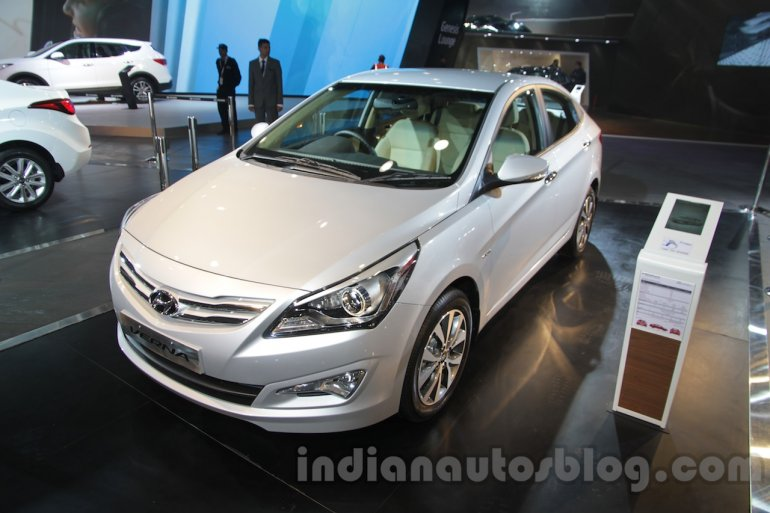 2016 Hyundai Verna front three quarters right at Auto Expo 2016