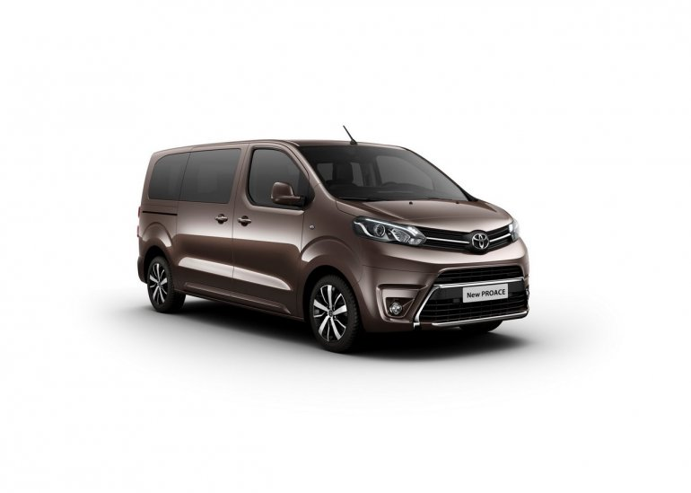2016 Toyota Proace front three quarters