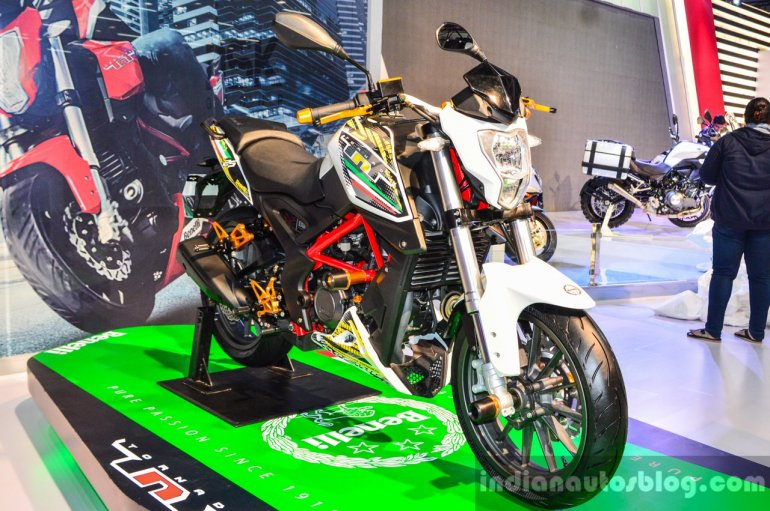 Benelli TNT 25 accessories front quarter at Auto Expo 2016