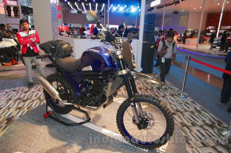 Mahindra Mojo Adventure Concept head lamp at Auto Expo 2016
