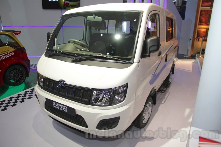 Mahindra Supro Electric front three quarter at Auto Expo 2016