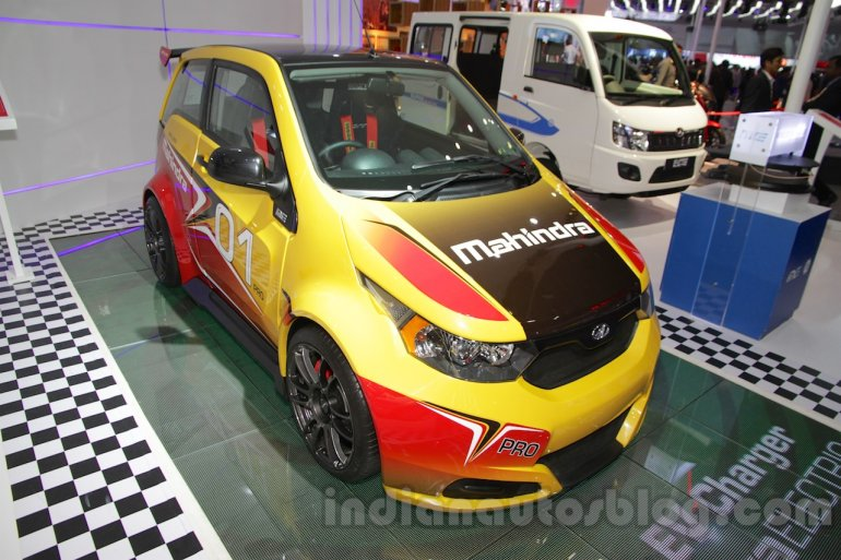 Mahindra e2o Sports front three quarter right at Auto Expo 2016