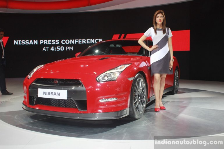 Nissan GT-R front three quarters at Auto Expo 2016