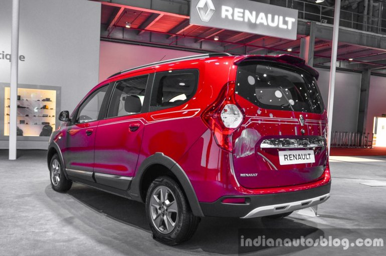 Renault Lodgy World Edition rear three quarter at the Auto Expo 2016