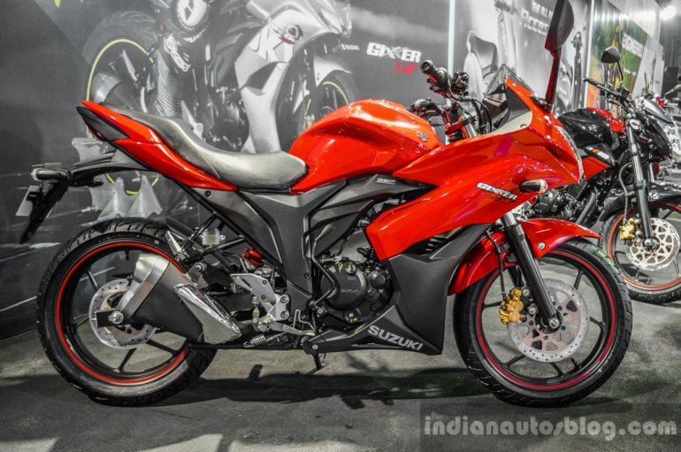 Suzuki Gixxer SF Candy Antares Red side at Auto Expo 2016