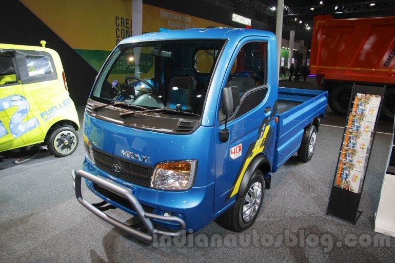 Tata Ace Mega XL front three quarter left at Auto Expo 2016