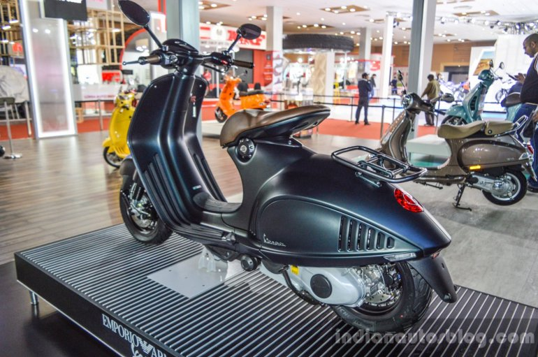 Vespa 946 Armani 125 grey green at Auto Expo 2016