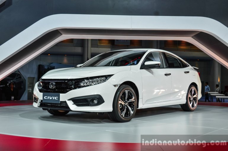 2016 Honda Civic RS (ASEAN-spec) front quarter at 2016 BIMS