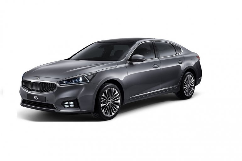 2016 Kia K7 front three quarters