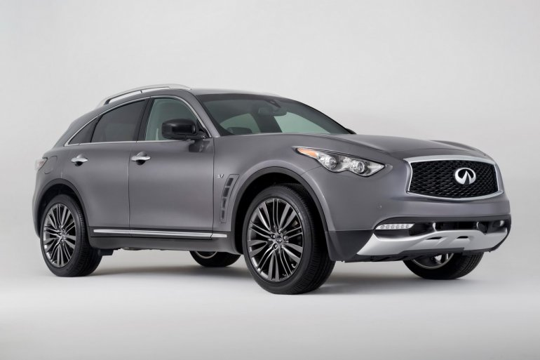 2017 Infiniti QX70 Limited front three quarters