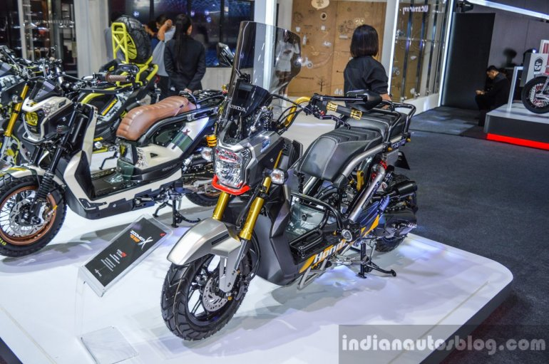Honda Zoomer-X by KD Shop front quarter at 2016 BIMS