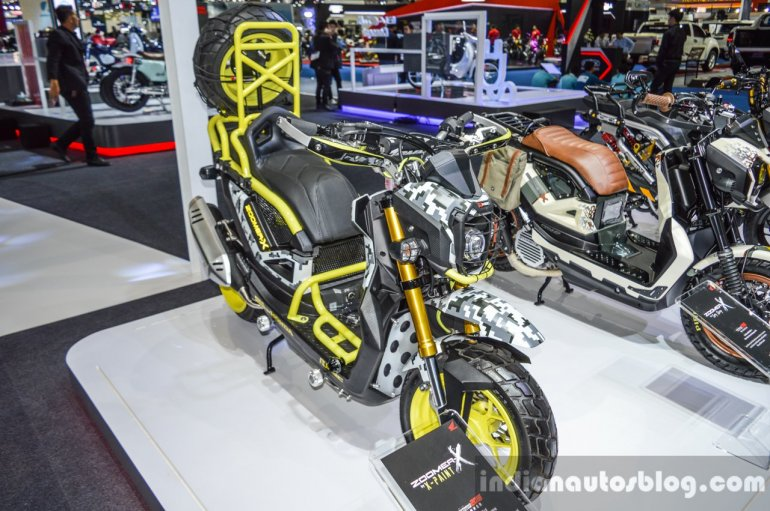 Honda Zoomer-X by X-Paint front quarter at 2016 BIMS
