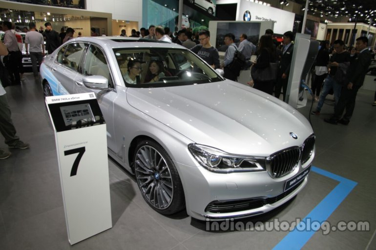 2016 BMW 740Le xDrive front quarters at Auto China 2016