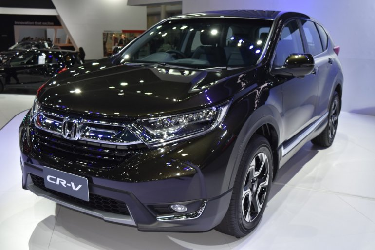 India-bound 2017 Honda CR-V 7-seater front three quarter at the BIMS 2017