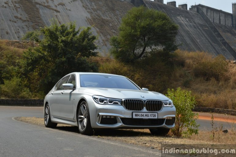 2017 BMW 7 Series M-Sport (730 Ld) front quarter low Review