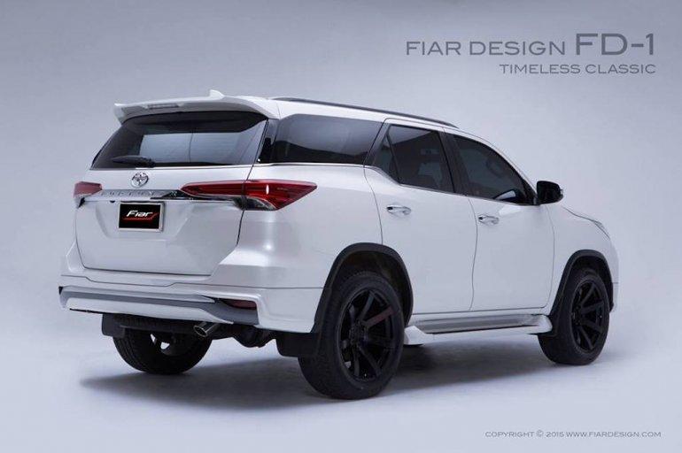 2017 Toyota Fortuner Fiar Design Body kit FD-1 rear three quarter Studio shots