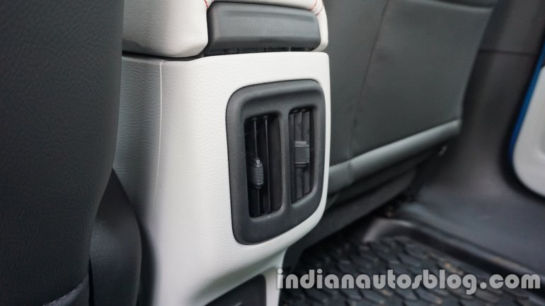 Jeep Compass rear air vent review