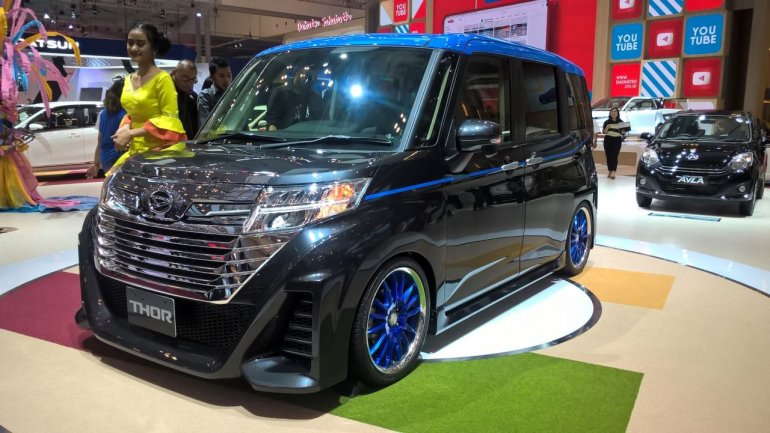 Daihatsu THOR Grand Custom at GIIAS 2017 left front three quarters