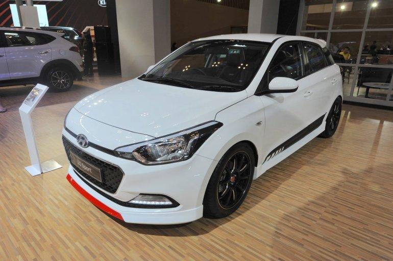 Hyundai i20 Sport front three quarter at the GIIAS 2017