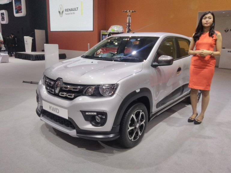 Renault Kwid RXT limited edition front quarter at the GIIAS 2017