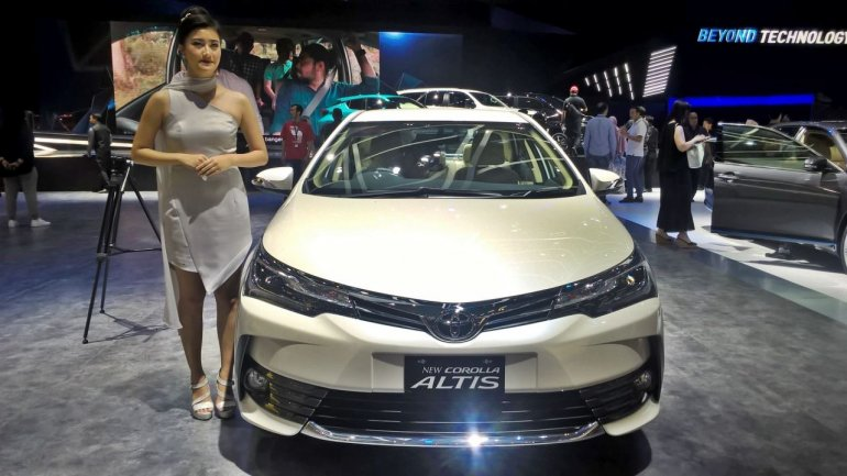 Toyota Corolla Altis special edition at GIIAS 2017 front view