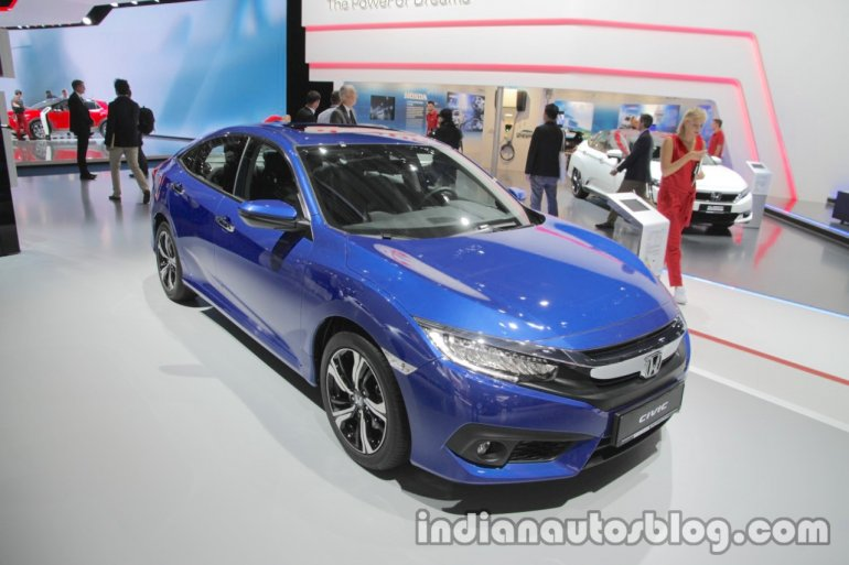 Honda Civic sedan front three quarters at IAA 2017