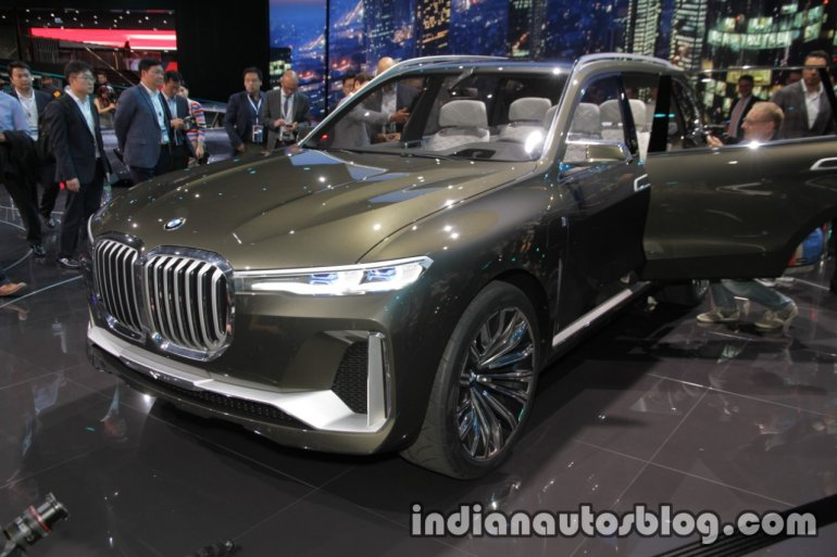 BMW Concept X7 iPerformance front three quarters at IAA 2017
