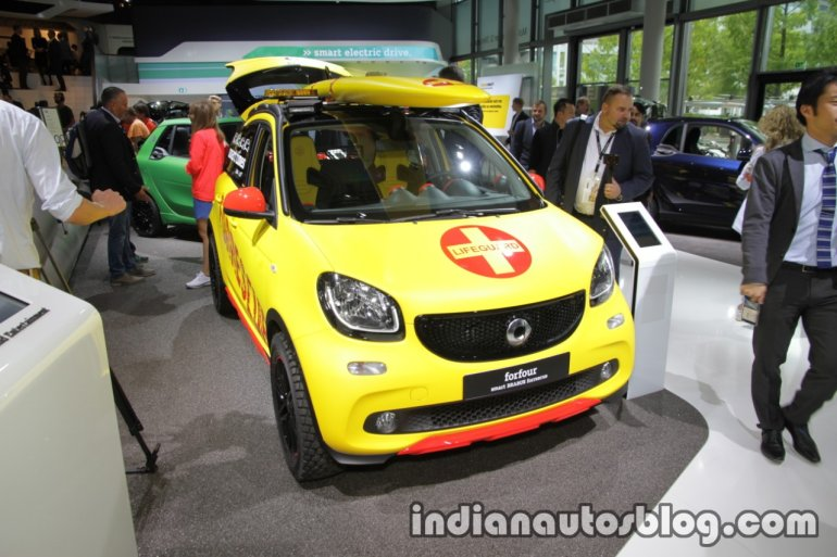 Smart ForFour Brabus Forrescue front quarter at the IAA 2017