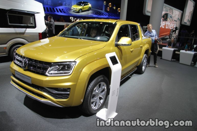 VW Amarok Aventura Exclusive front three quarters at IAA 2017