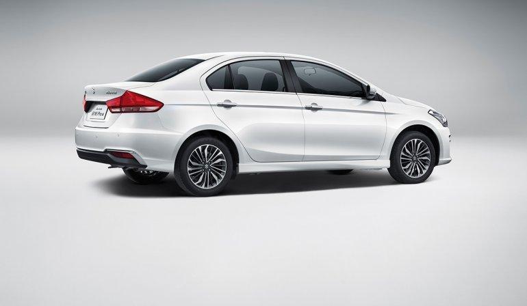 Suzuki Alivio Pro (Maruti Ciaz facelift) right side angle