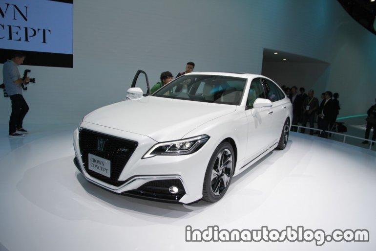 Toyota Crown concept at 2017 Tokyo Motor Show left front three quarters