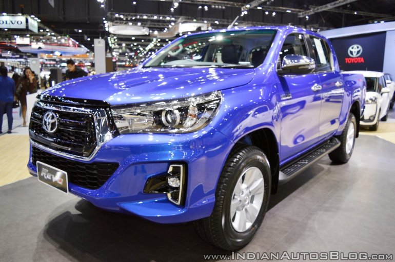 2018 Toyota Hilux Revo at Thai Motor Expo 2017 front angle