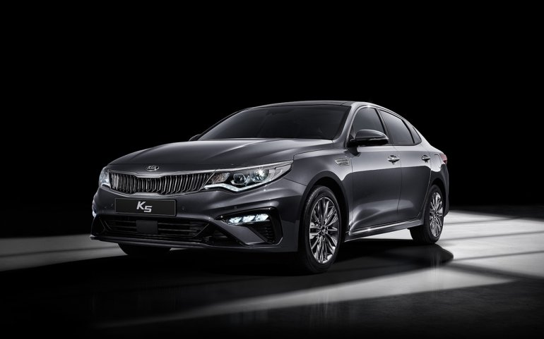 2018 Kia K5 (Kia Optima) facelift front three quarters