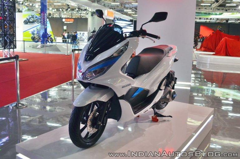 Honda PCX Electric Concept front left quarter