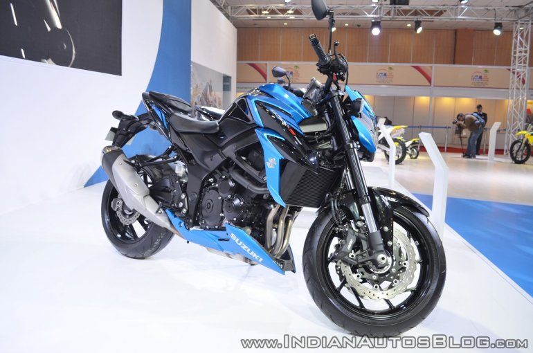 Suzuki GSX-S750 front right quarter at 2018 Auto Expo